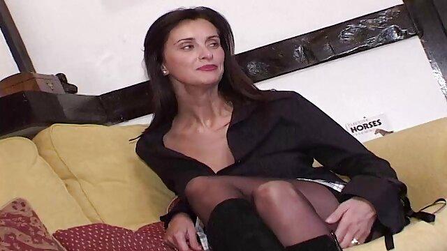 Gorące porno bez rejestracji  Porno modelki ma starsze darmowe porno namiętne uściski migają