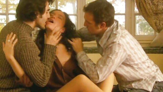 Gorące porno bez rejestracji  Kobieta to Cipka, która chce jak najszybciej bawić darmowe filmy porno cda się z facetem